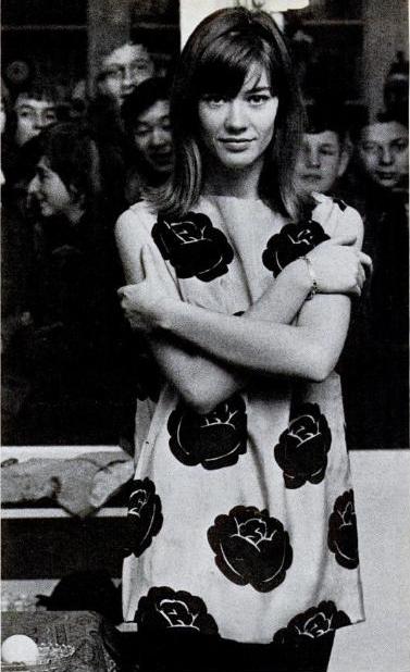 Les tenues étonnantes de Françoise Hardy - Page 2 Tumblr_mooip1xTFq1rmjdvxo1_500
