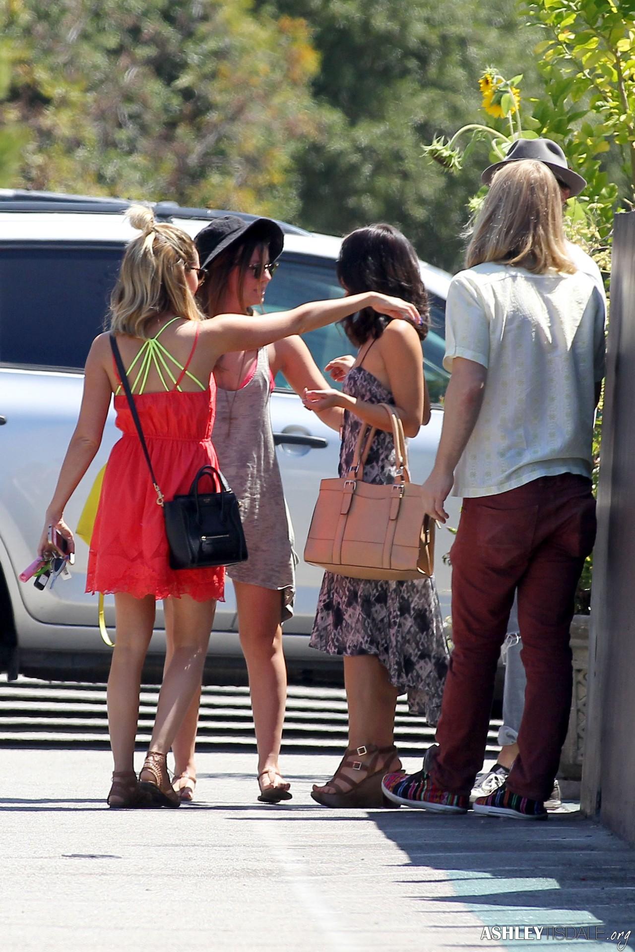 Ashley Tisdale[3] - Page 39 Tumblr_nb0ucrCvZe1rthgz2o3_1280