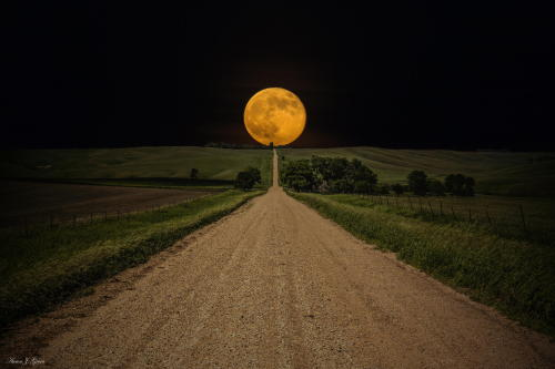 (via 500px / Road to Nowhere - Supermoon by Aaron J. Groen)