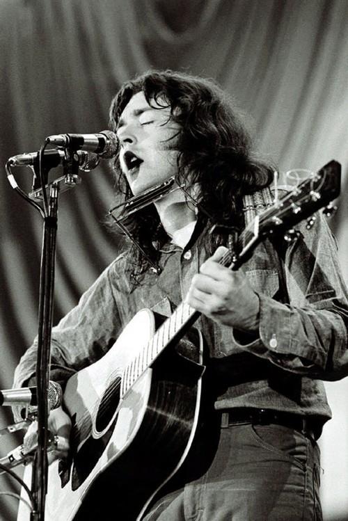 Guitares acoustiques - Page 8 Tumblr_mr0rsyvua51sblgkao1_500