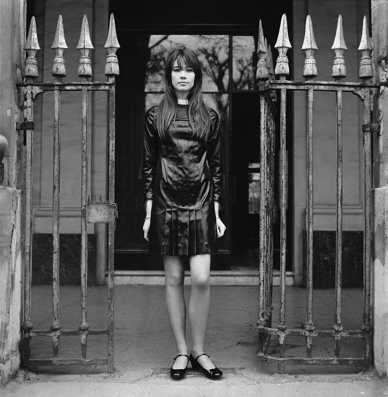 Les tenues étonnantes de Françoise Hardy - Page 3 Tumblr_m1hzqeXGoR1qc42blo1_1280