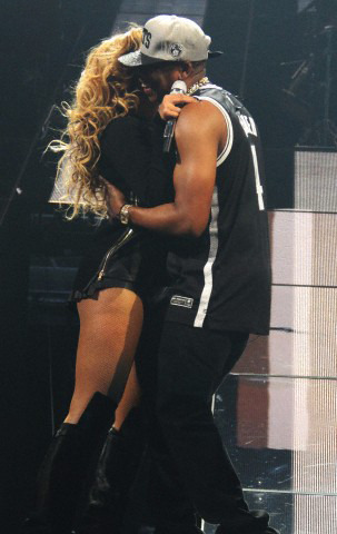 Beyonce and Jay Z - Page 2 Tumblr_mbpe5yI7sP1r877b7o1_r2_400