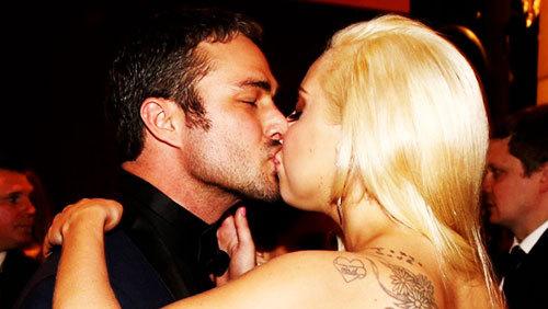 Lady Gaga and Taylor Kinney. Tumblr_nh3qo59sPZ1rz7rr7o7_500