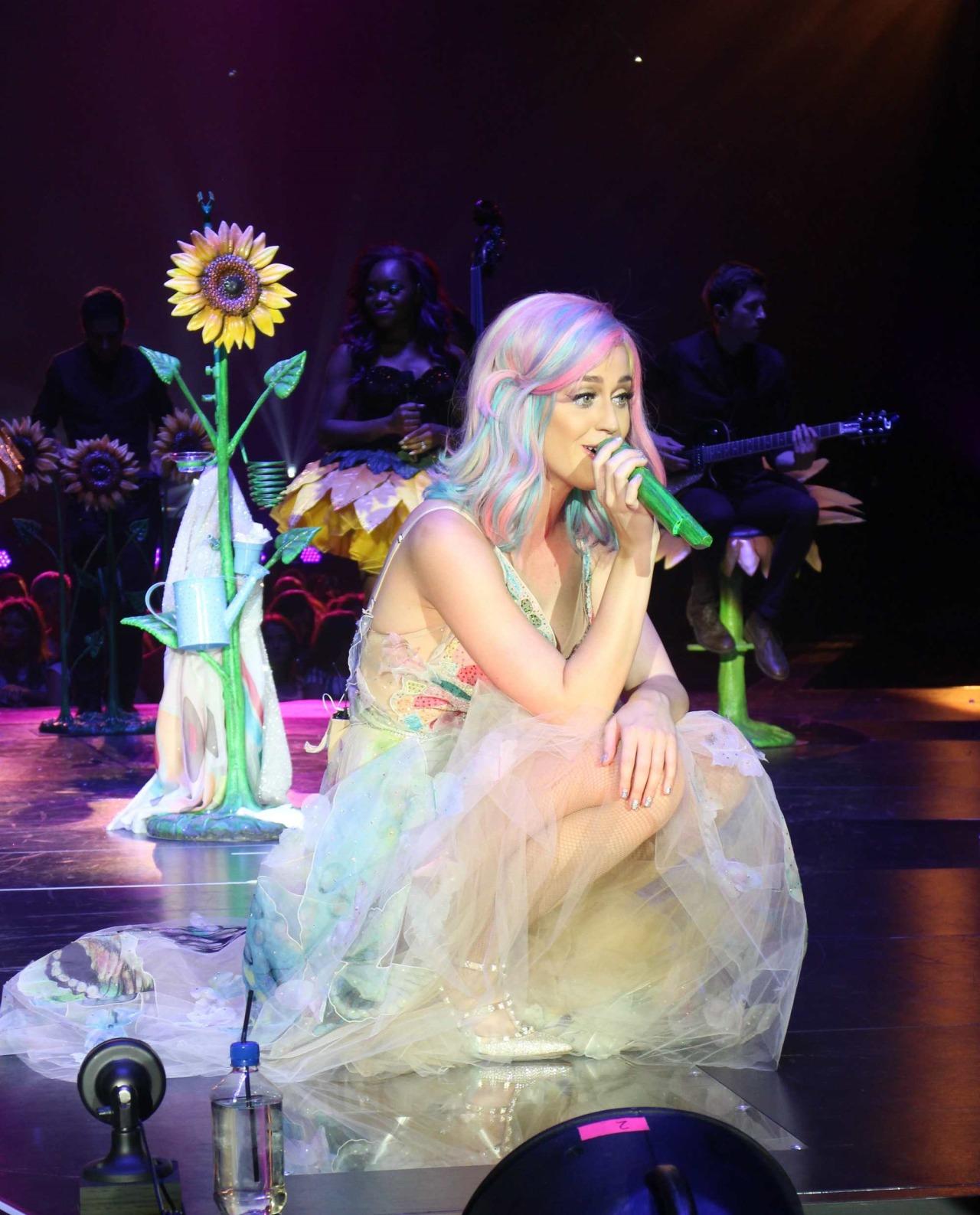 Katy Perry >> The Prismatic World Tour Tumblr_n58y4xKX7V1qc70kwo2_1280