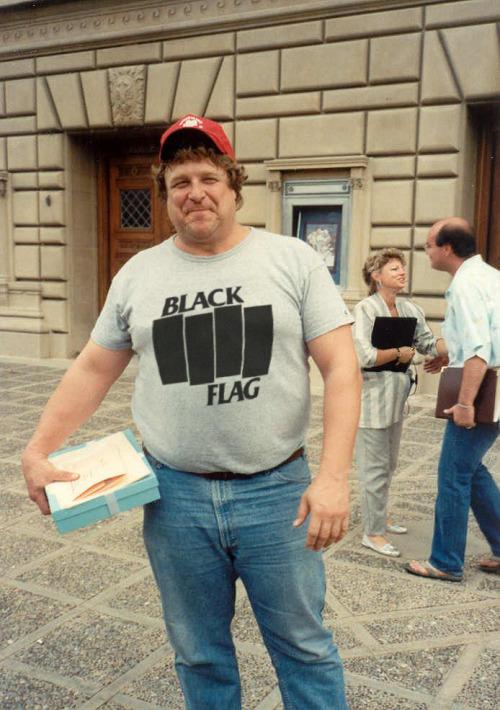 El post de la infamia: fotos de famosos y modernos con camisetas vintage Tumblr_mpy28tPk3O1sanux8o1_500