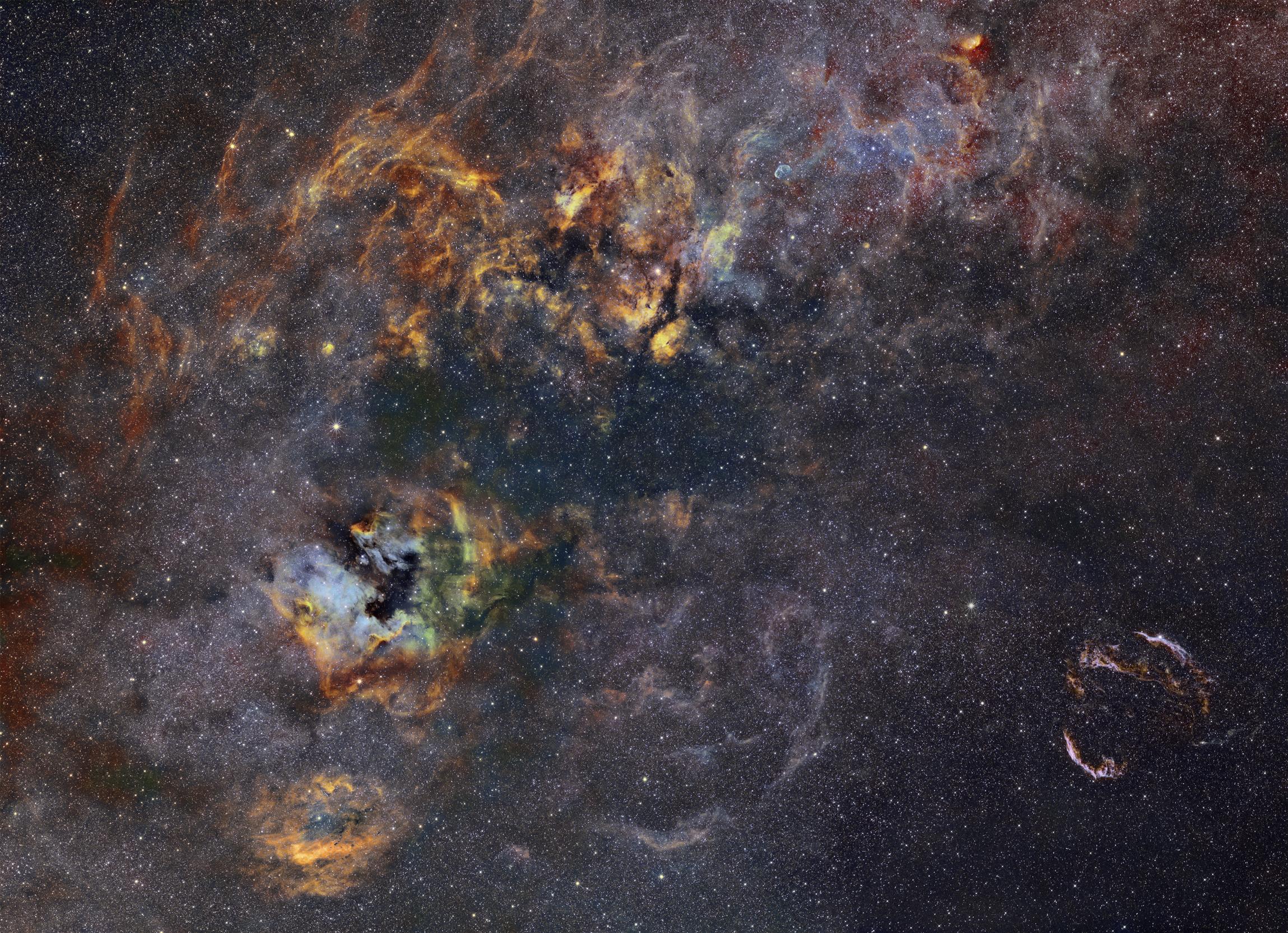 Le grand champ, ça peut être extra-ordinaire ! Cygnus_Complex_Nebula__12_Panel_Mosaic_Hst_Palette_