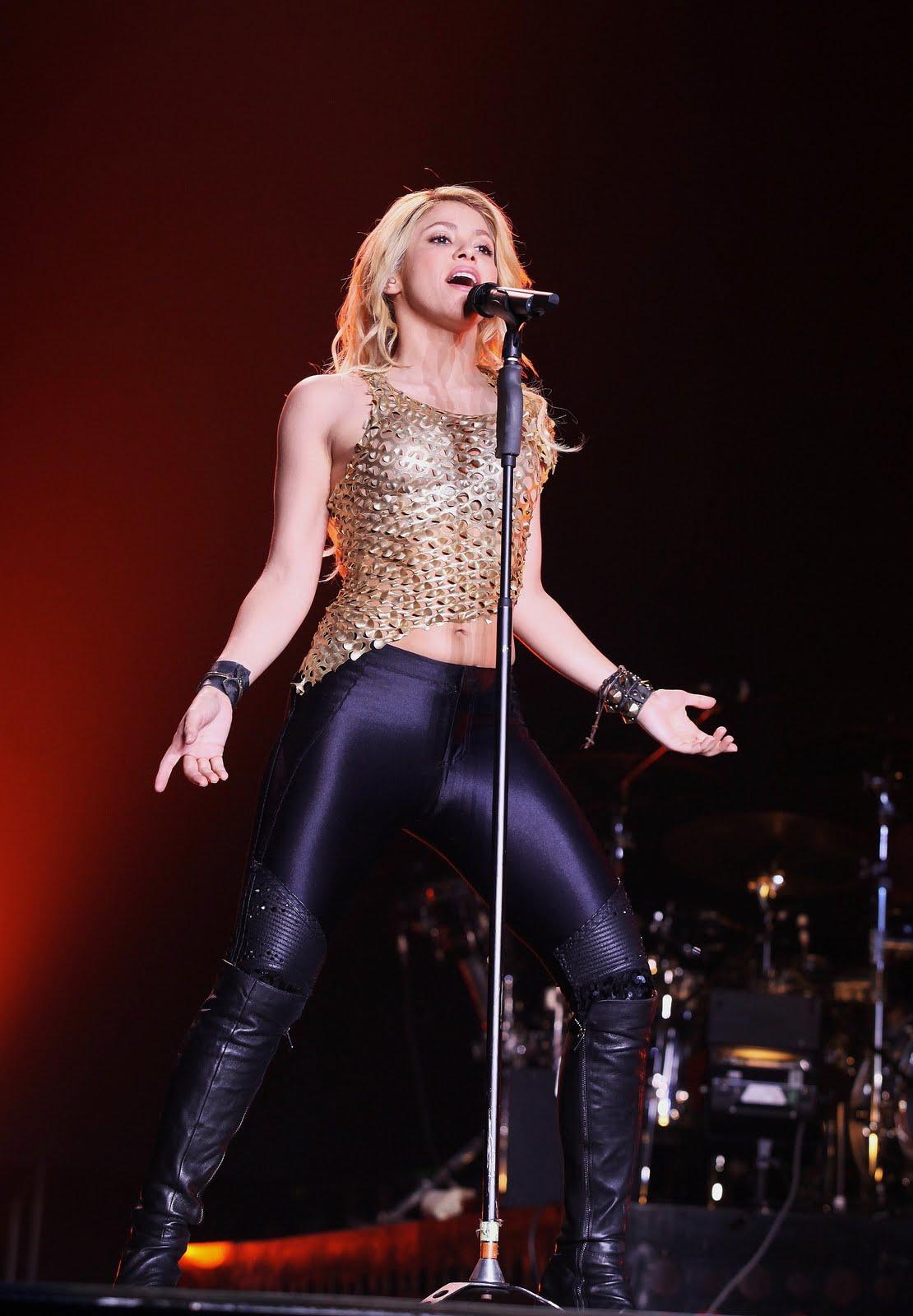 Galería » Apariciones, candids, conciertos... 78426_Shakira_PerformingliveinAssagoForuminMilanItalyMay32011_By_oTTo13_122_122lo