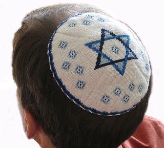 لماذا يلبس اليهود قبعة صغيرة ؟ 665px-Kippah-1