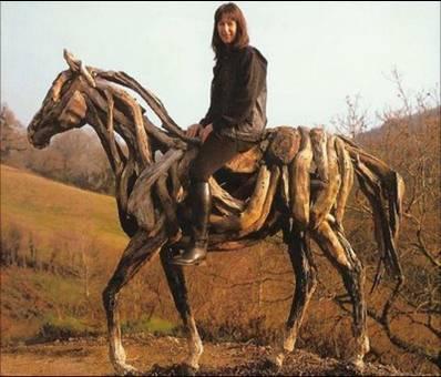 Escultura en troncos. Driftwoodhorsesheatherjv