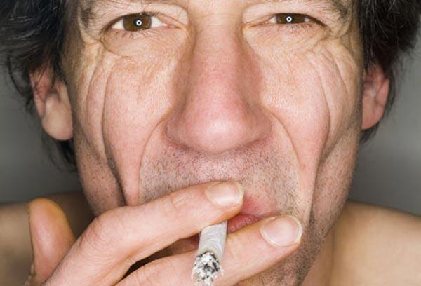 புகைப்பிடிப்பவரா நீங்கள்? சில எச்சரிக்கை குறிப்புகள்..!! Smoking-affects_13