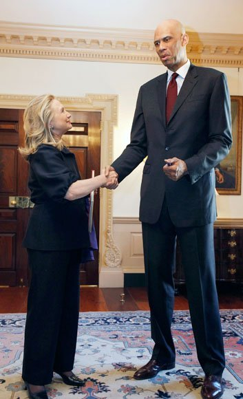 الصور الأكثر كوميدية للسياسيين العالميين لعام 2013 Top-politics-offbeat-photos-211212-630-13-jpg-093858-jpg_213105