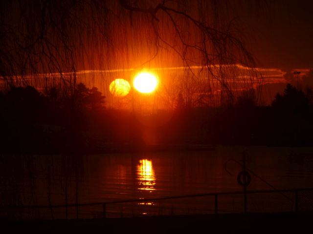 Mysterious Beams of Light and Two Suns appear in the sky over Argentina  Second%2Bsun%2Bbeams%2Bof%2Blight%2B%25281%2529