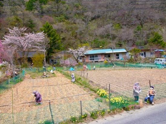 قرية يابانية معظم سكانها من الدمى 4