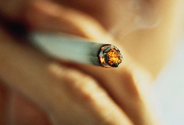 புகைப்பிடிப்பவரா நீங்கள்? சில எச்சரிக்கை குறிப்புகள்..!! Smoking_cigarette