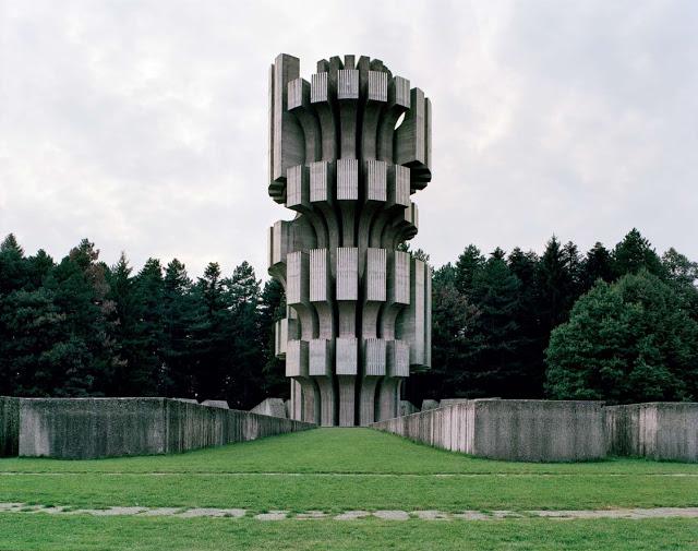 Construcciones abandonadas de la antigua URSS Spomenik_06