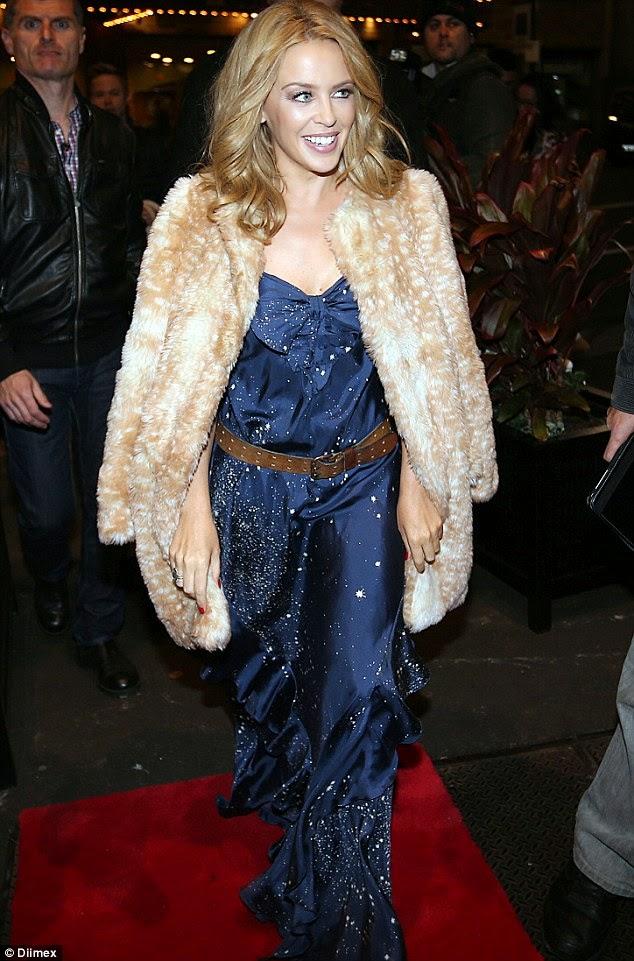 Kylie photos > candids, shoots, eventos... - Página 21 Article-2701246-1FD89FC600000578-749_634x961