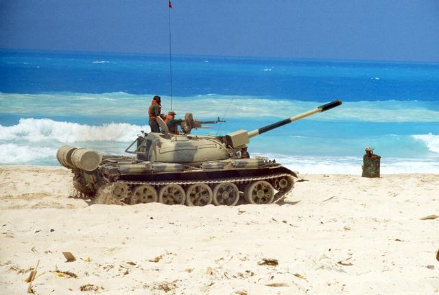 عن صادرات االسلاح المصرية الي العراق في حرب الثمانية سنوات T-54-DFST8607557_JPG