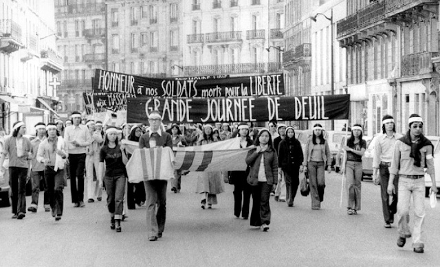 không - 42 tháng Tư và cuộc chiến không bom đạn Paris1975