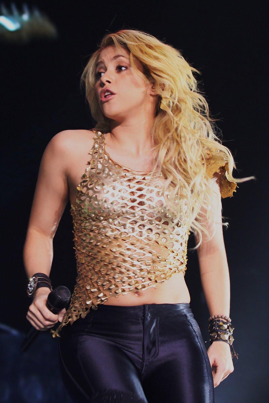 Galería » Apariciones, candids, conciertos... 78382_Shakira_PerformingliveinAssagoForuminMilanItalyMay32011_By_oTTo3_122_409lo