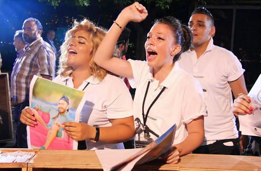 جميلات لبنان يحاصرن تامر حسني 3