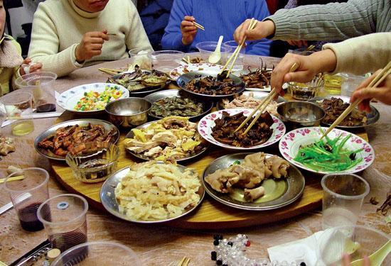 Narodna Republika Kina - Page 3 Chinese%2Bfood%2Btable