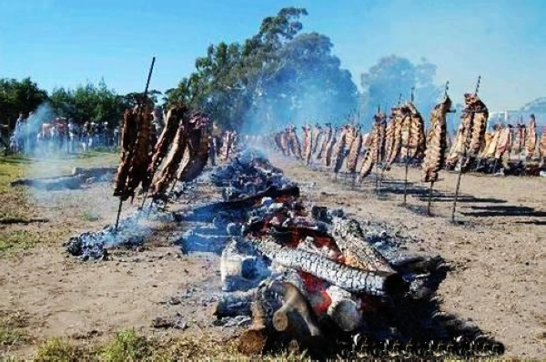 Argentina - Page 7 The-worlds-largest-barbecue-feast-07