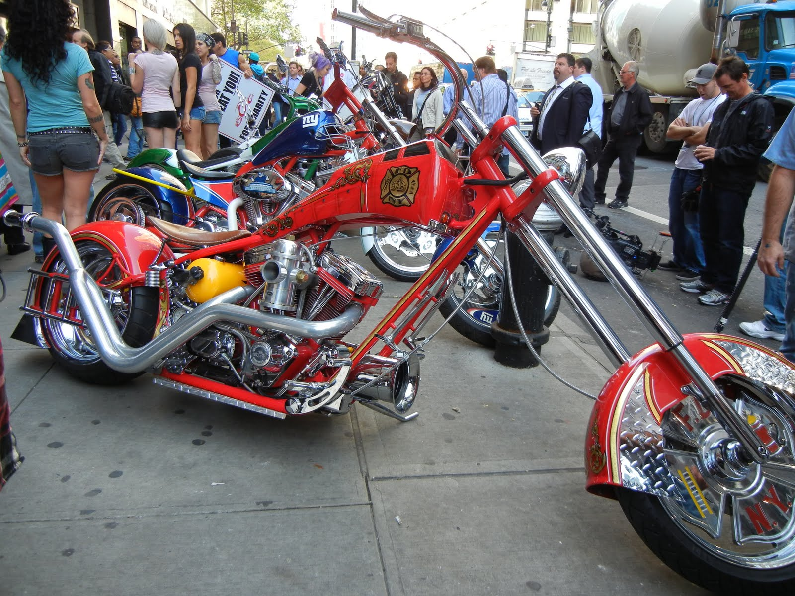 American Chopper Bike - Page 3 American%2BChoppers%2BFire%2BBike%2BPremiere%2BCouture