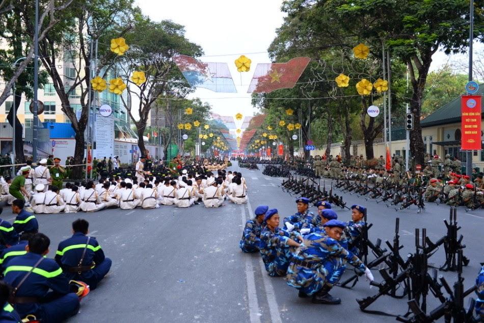 Vietnam - Página 6 Thousands%2Battend%2Brehearsal%2Bfor%2B40th%2Banniversary%2Bcelebrations%2Bof%2BVietnam%2BLiberation%2BDay%2Bparade%2B5