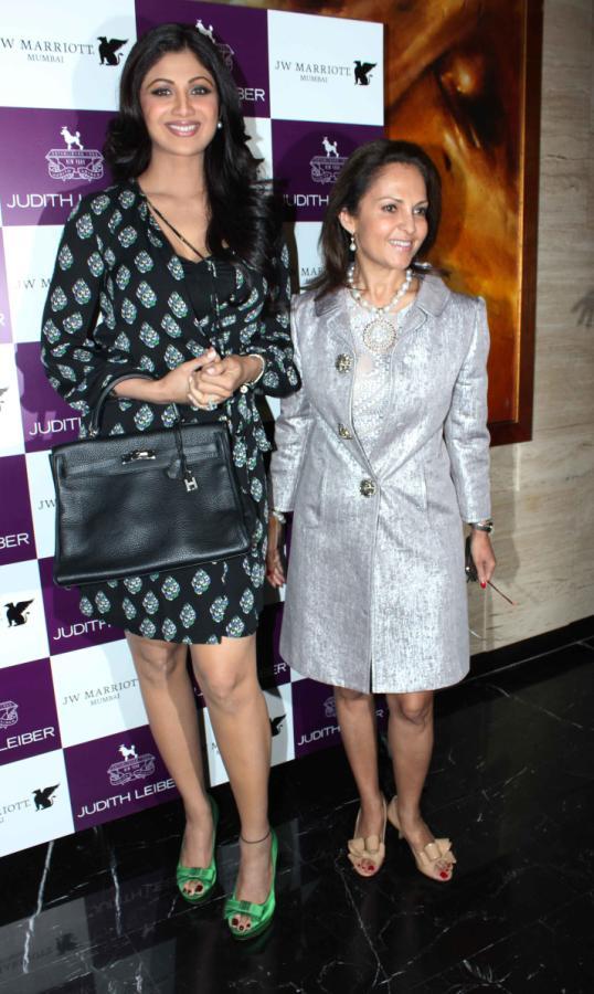 Shilpa Shetty launches Handbags! Shilpa-Shetty-At-The-Judith-Leiber-Launch-Of-Handbags-4