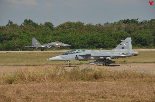 R. P. China - Página 43 Thailand%2BGripens%2Band%2BChinese%2BPLAAF%2BJ-11%2Bjoint%2Bexercises%2B1