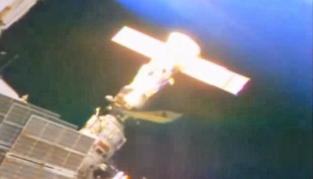 Estrella Oscura Nasa-iss-ufo-spaceship