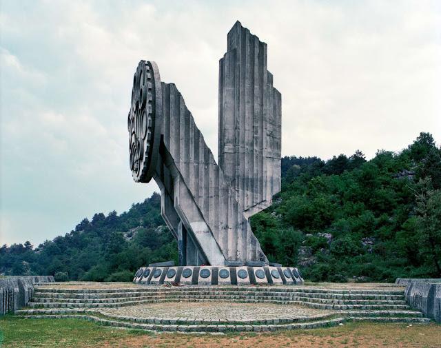Construcciones abandonadas de la antigua URSS Spomenik_24