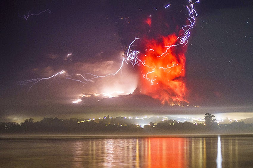 MONUMENTAL EARTH CHANGES: Surreal - Sunset Turns Massive Calbuco Eruption Into AMAZING SCENES! UPDATE: Second Explosion Even Stronger Than The First - Ash Reaches Up To 65,000 Feet High! Calcubo_volcano03