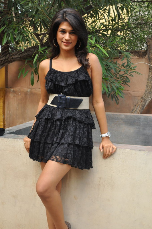 பிசினஸ் இலக்கு Shraddha_das_hot_2