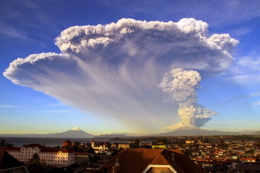 MONUMENTAL EARTH CHANGES: Surreal - Sunset Turns Massive Calbuco Eruption Into AMAZING SCENES! UPDATE: Second Explosion Even Stronger Than The First - Ash Reaches Up To 65,000 Feet High! Calcubo_volcano04