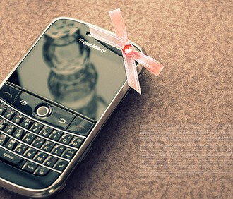 ```Telefoane``` - Page 6 Blackberry-bow-cell-phone-cute-love-phone-330x282
