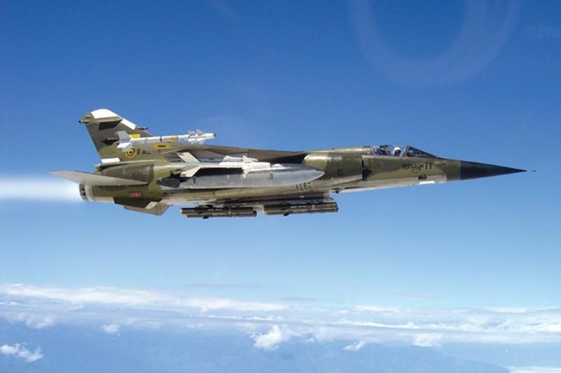 مقارنة بين القوات العربية والاسرائيلية من حيث النوع والعدد Dassault%252BMirage%252BF1%252BFighter-Bomber