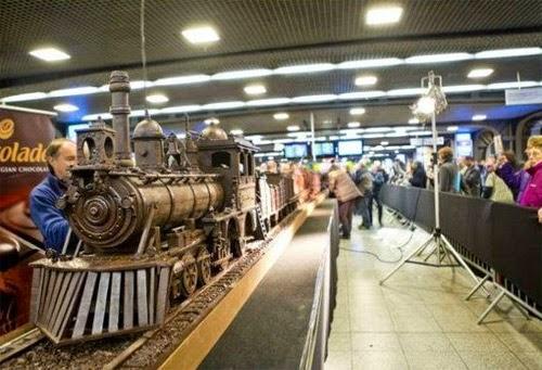 صنع أكبر قطار فى العالم من الشيكولاتة!  11