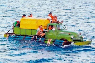 """Dicen que en Cuba... ¿La población cubana """"huye"""" del país?  Balseros-2"""
