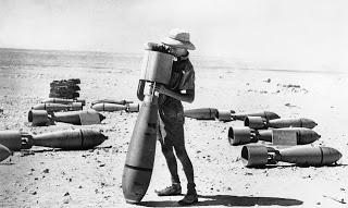 RAF´s armorer , Africa , 1940