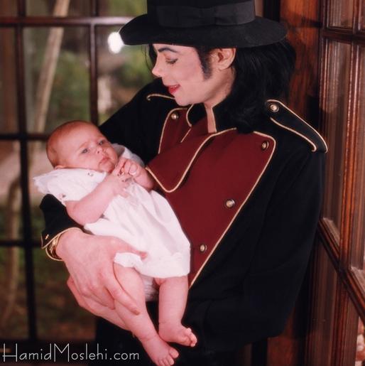 Novas fotos da infância de Prince e Paris U5a7u3e3