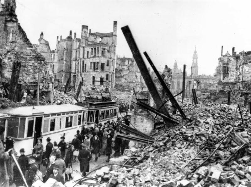 El bombardeo de Dresde Bombardeo%2Bde%2BDresde%2B1945%2B3