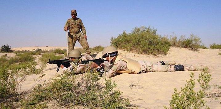 الموسوعه الفوغترافيه لصور القوات البريه الملكيه السعوديه (rslf) - صفحة 27 Pakistan%2BArmy%2Bsoldiers%2Btraining%2BSaudi%2BArmy%2Bin%2Bview%2Bof%2Bthe%2BIS%2Bthreats%2B4