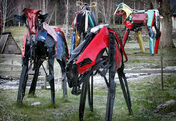 Vaches Cam's... Cows_made_from_car_parts_by_Miina_akkijyrkka_04