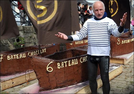 الإبحار في قوارب من الشوكولاتة بجنوب فرنسا  Choco_boat3