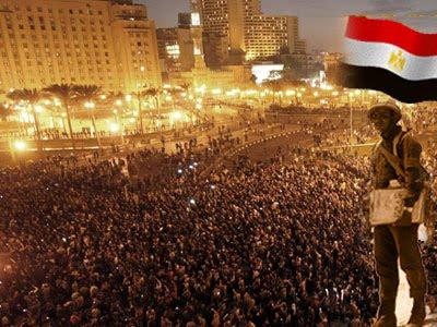 (( من شجون ميدان التحرير )) كلمات أغاني الثورة ليست كالكلمات ((لآخر مرة هستنى  أشوفك جاية مهتمة  نلم إزازك المكسور )) 110220071704yWJP