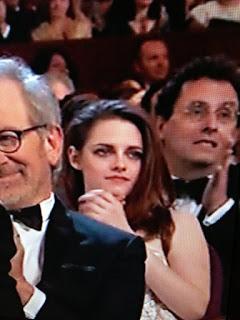 Kristen Stewart - Imagenes/Videos de Paparazzi / Estudio/ Eventos etc. - Página 31 BD6qI2lCIAAd1Or