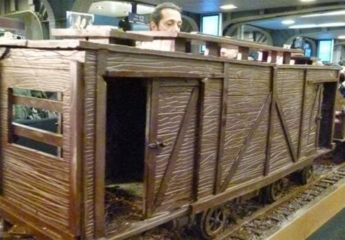 صنع أكبر قطار فى العالم من الشيكولاتة!  6