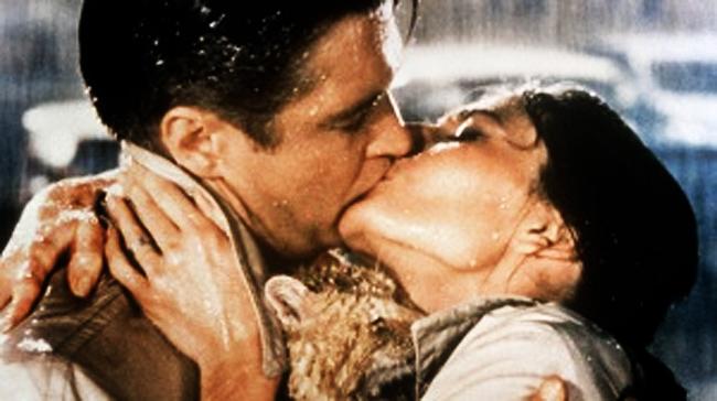 Najlepši filmski poljubac - Page 2 Audreybatkiss2