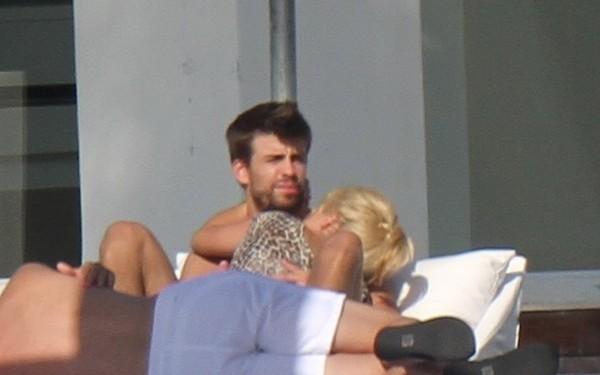 Vida Personal de Shakira » Gerard Piqué, Milan, Sasha... - Página 2 Shakira-wakacje-zdjecia-waka-waka-miami-zakochani-shakira--g-imgigYhgF